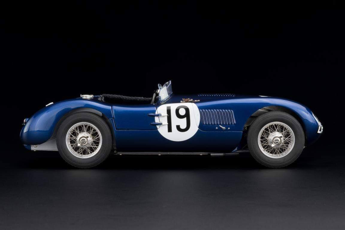CMC #JAGUAR C-Type Racing Versions with the wonderful Ecurie #Ecosse #19, from the Goodwood Member´s meeting in 1954, driven by Jimmy Stewart (chassis XKC-052).2.jpg